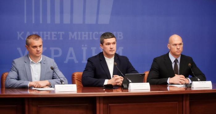 Служба безпеки України та Мінцифра попередили корупційну схему під час проведення тендерів на ноутбуки для вчителі