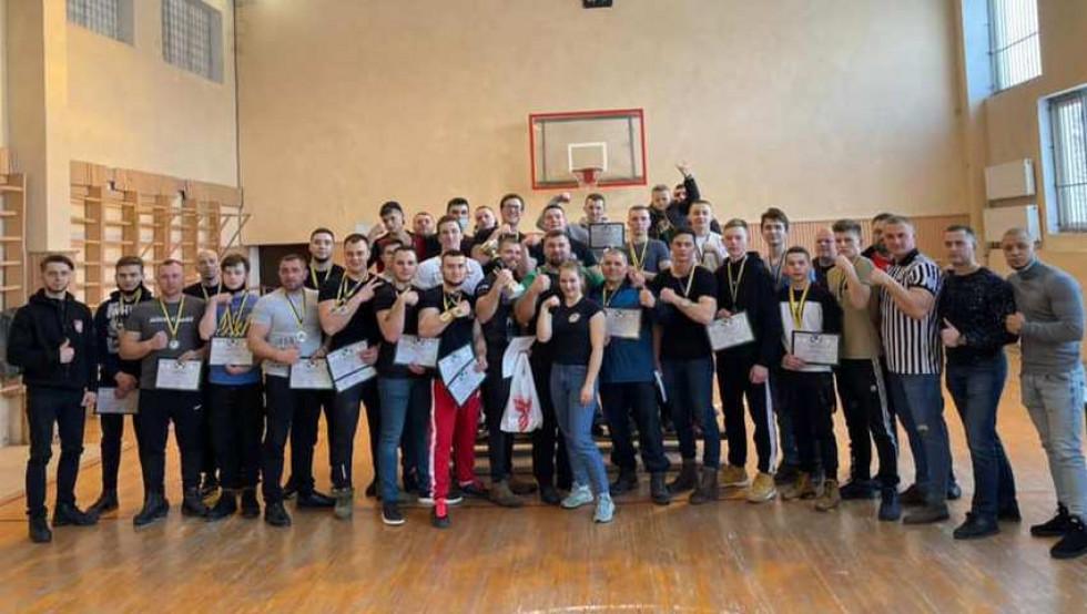 учасники чемпіонату Закарпатської області з армспорту